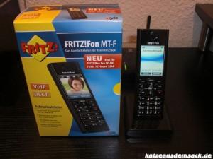 FRITZ!Fon MT-F in Ladeschale mit Verpackung