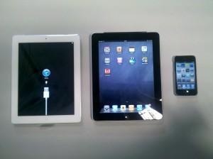 Links das iPad 2, Mitte iPad 1 und rechts ein iPod touch
