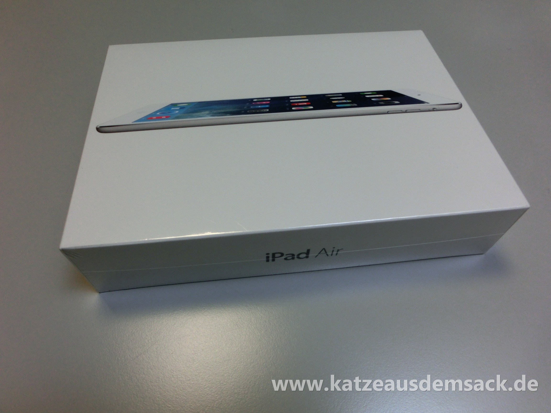 apple unser ipad air ist heute schon eingetroffen. Black Bedroom Furniture Sets. Home Design Ideas