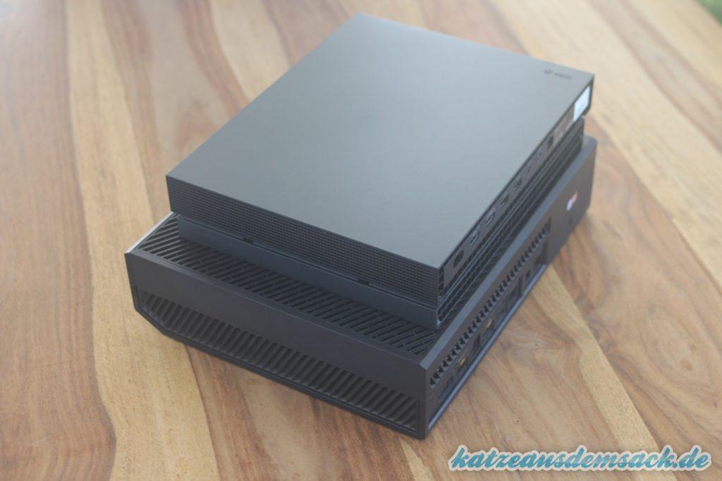 Xbox One X - Größenvergleich auf eine Xbox One der ersten Generation